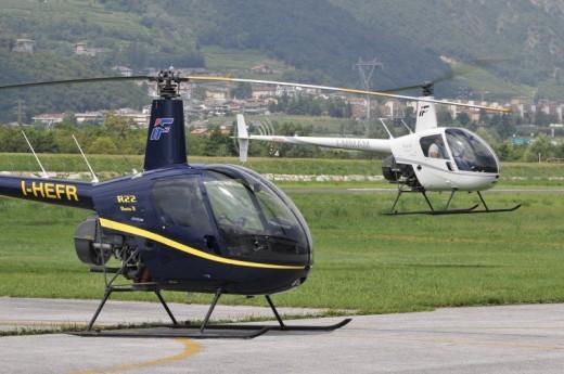 Elicottero Ultraleggero Biposto Prezzo : Pilota un elicottero trento vivi esperienza di volo