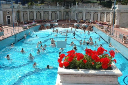 Weekend a budapest hotel 4 ingresso alle terme per due for Soggiorno budapest